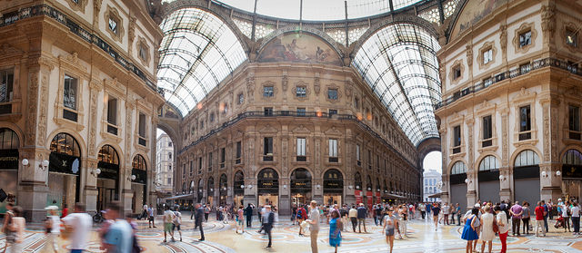 Shopping Milan Time lapse